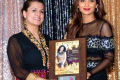 HKB-with-Shilpa-Shetty_Award_Women_s-Empowerment-Gala
